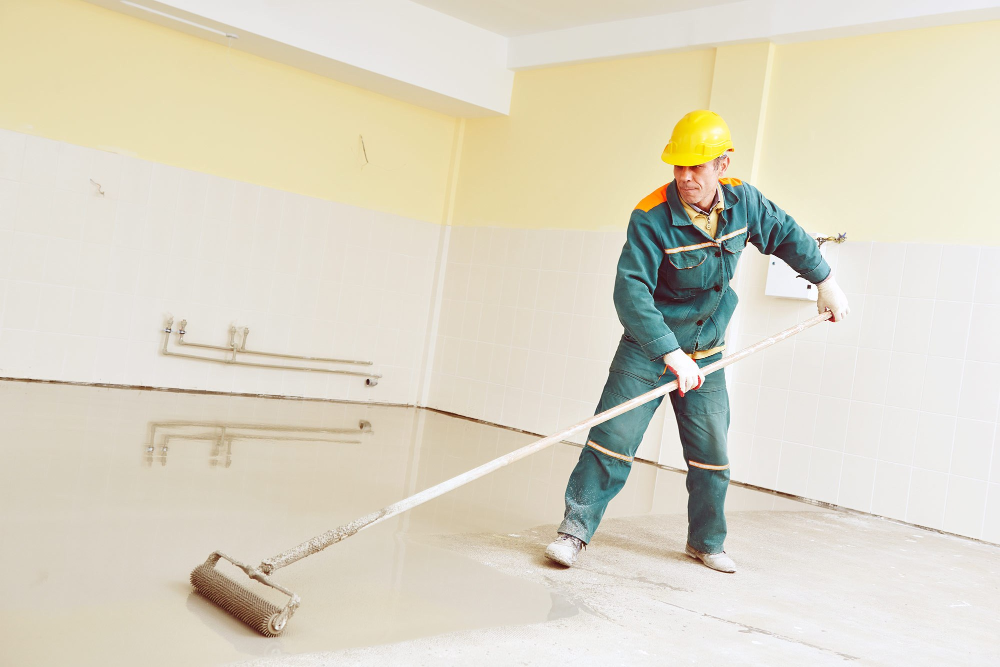 Акриловые краски по бетону - экологичны и безопасны, поэтому допускается их применение как снаружи, так и внутри помещений