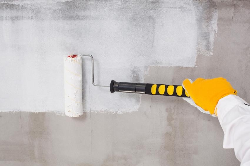 По отзывам потребителей, высокая стоимость краски по бетону в большинстве случаев себя оправдывает, поскольку такой состав имеет лучшие эксплуатационные характеристики и более долговечен, в сравнении с дешевыми аналогами