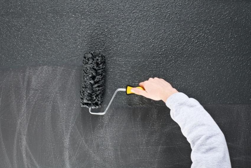 Для качественного покрытия бетона резиновой краской для наружных работ, поверхность следует красить в несколько слоев