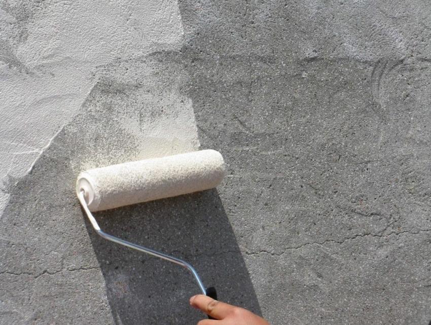 Если не прогрунтовать бетонную поверхность перед окрашиванием, расход краски увеличится