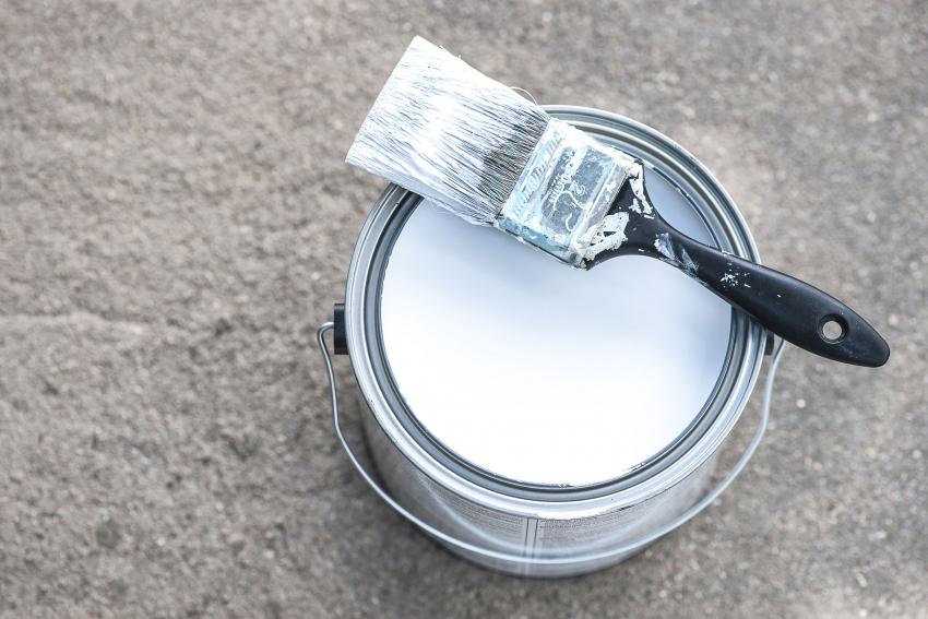 Морозостойкие краски для наружных работ позволяют сохранить поверхность бетона от растрескивания и деформации в сложных климатических условиях