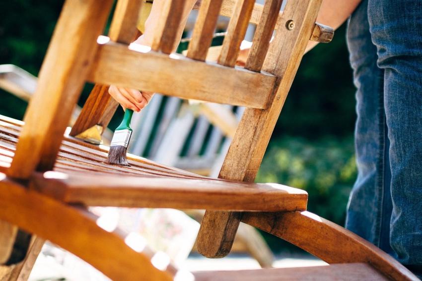 Используя специальные средства для защиты древесины можно значительно продлить эксплуатационный срок предметов и конструкций