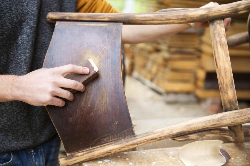 Перед покрытием масляной краской, изделие необходимо тщательно зачистить для получения лучшего результата окраски