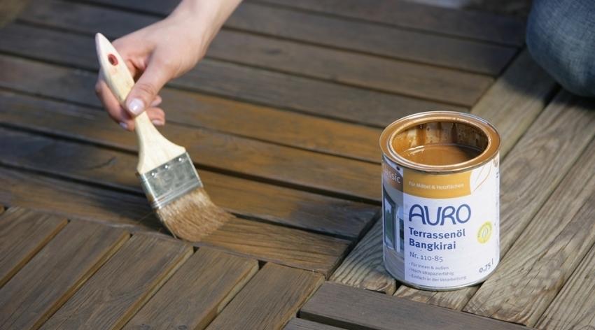 Одним из основных свойств качественного красителя для дерева является высокий уровень защиты конструкции от влаги и микроорганизмов