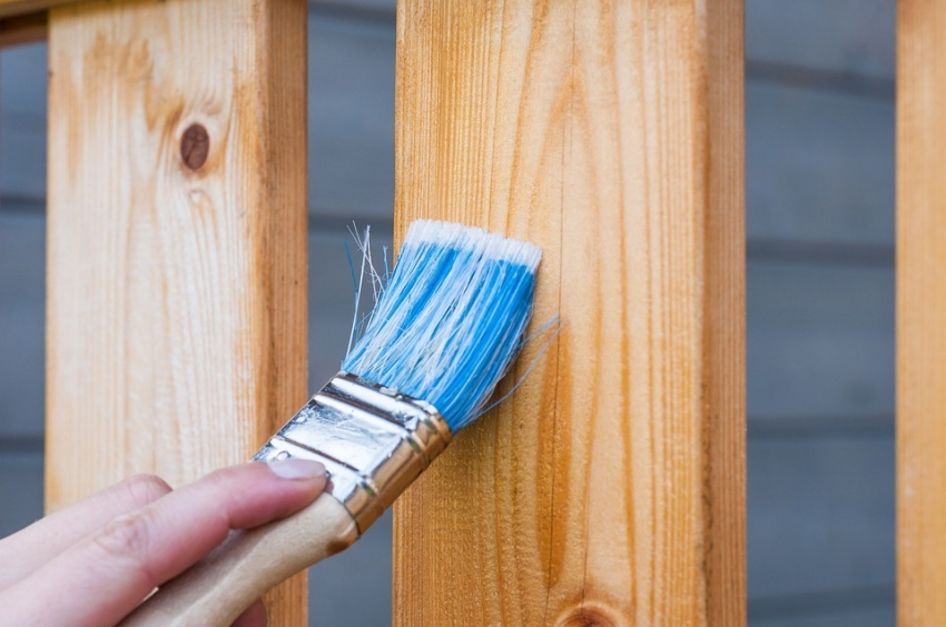 Современные составы позволяют не только защитить конструкцию от гниения, но и сохранить видимой текстуру и рисунок натурального среза дерева