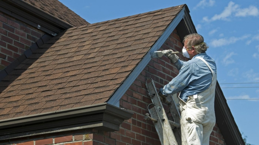 Акриловые красители для наружных работ широко используются для отделки деревянных деталей фасада