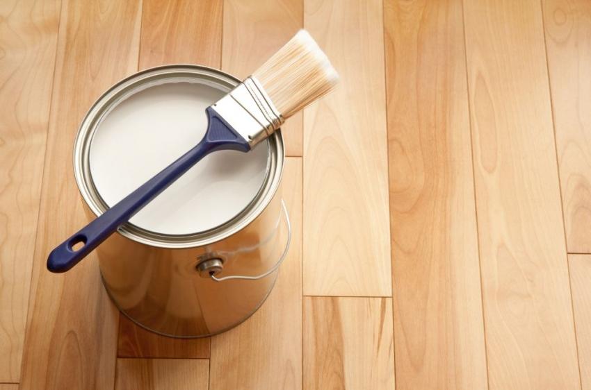 Благодаря широкому выбору составов и гаммы оттенков красителей можно воплотить любую идею при окрашивании деревянной поверхности