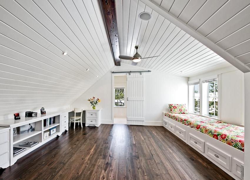 Водоэмульсионная краска для дерева имеет в составе ПВА и латекс и отличается доступной ценой