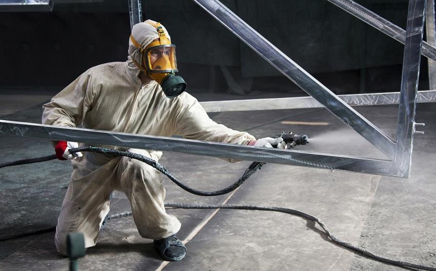 Благодаря экономичному расходу порошковой краски, ее использование широко распространено на больших производствах