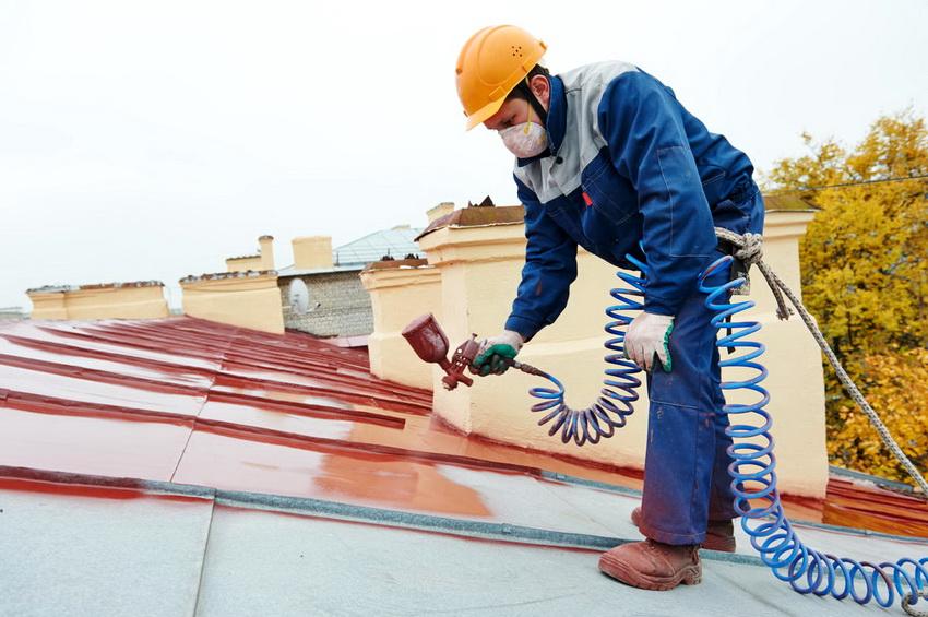 Некоторые красители содержат в своем составе водоотталкивающие вещества, чаще всего их используют для покрытия металлических крыш