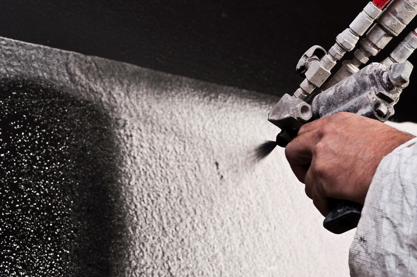 На профессиональных производствах, молотковая краска наносится с помощью пульвелизатора