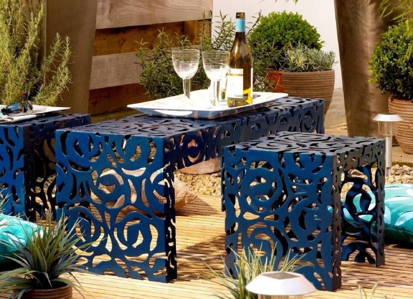 Благодаря широкой цветовой гамме оттенков, молотковая краска может использоваться для декора садового инвентаря и мебели