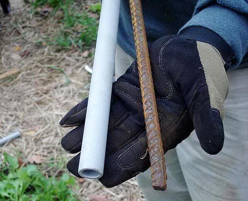Каркас теплицы можно изготовить как из металлических та и из пластиковых труб