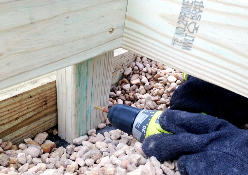 Для строительства парника, стоит использовать только цельный брус, чтобы обеспечить долговечность постройки