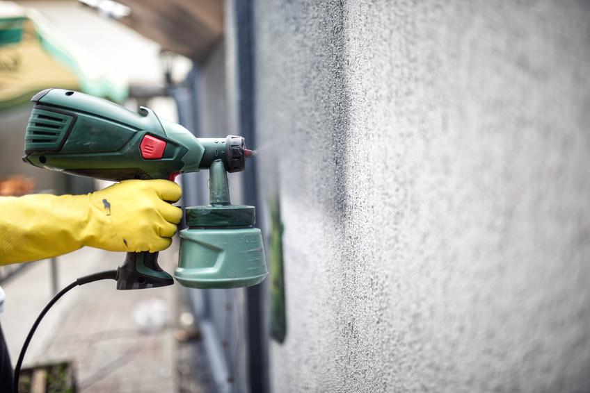 Использование краскопульта значительно сократит расход краски и будет полезно при окрашивании больших площадей