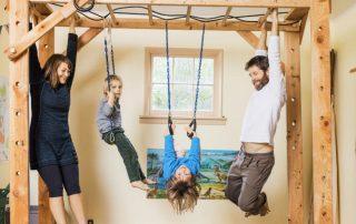 Шведская стенка для детей в квартиру: помощник для физического развития ребенка