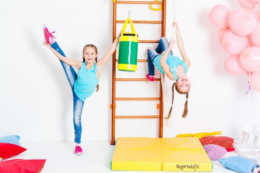 По мере взросления ребенка можно докупать необходимые тренажеры, которые имеют в комплекте все необходимые крепления к шведской стенке