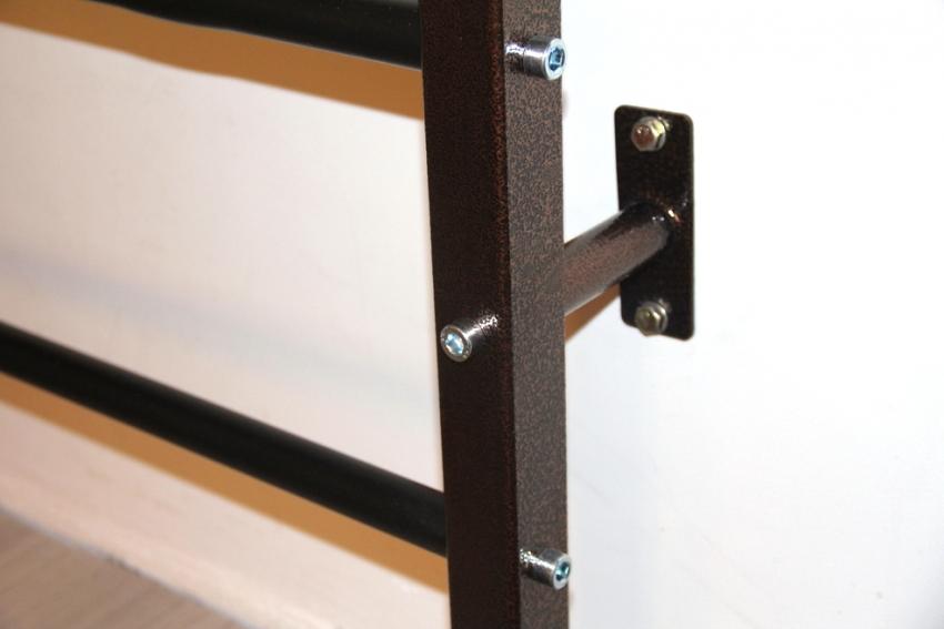 I – образные модели можно прикрепить к несущей стене самостоятельно, используя дюбели и шурупы