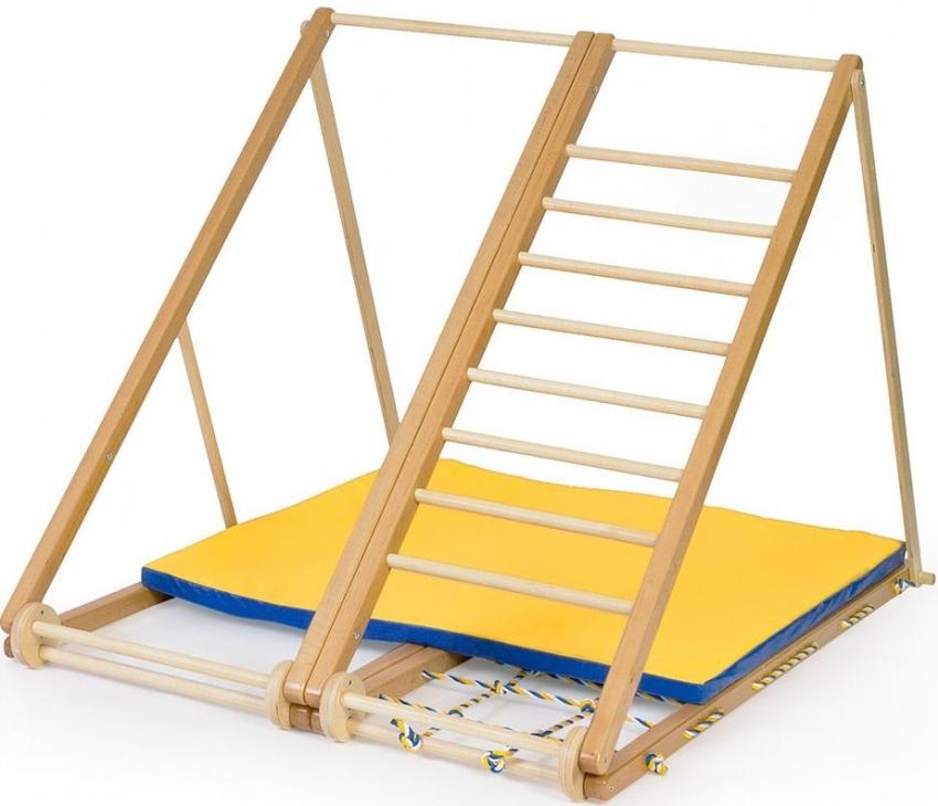 Для самых маленьких детей, шведская стенка представлена в виде уголка, который мобилен и выполнен из самых безопасных материалов