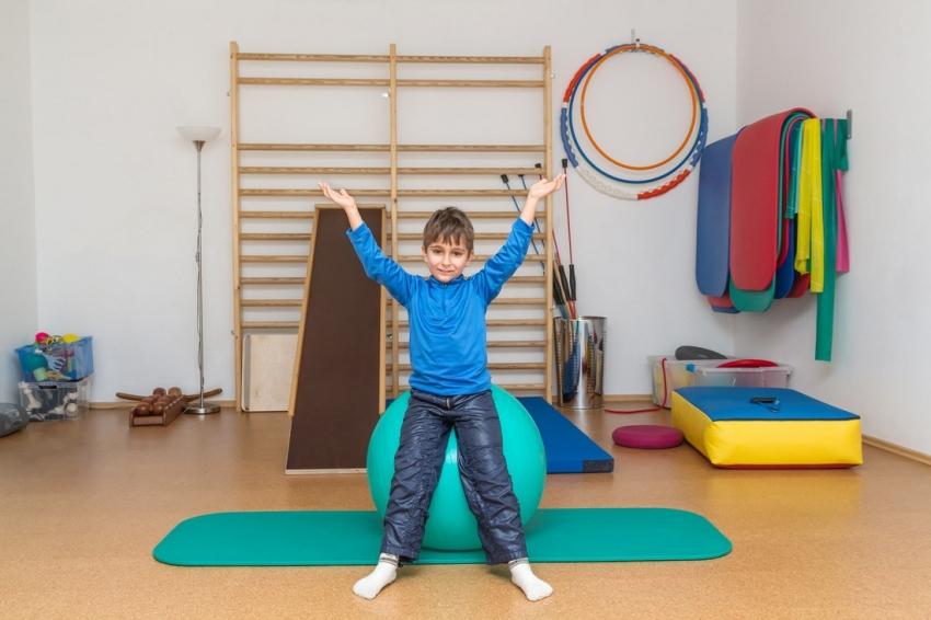Самым простым вариантом шведской стенки является рама с поперечными перекладинами, но такой турник можно комбинировать с другими приспособлениями для занятий спортом