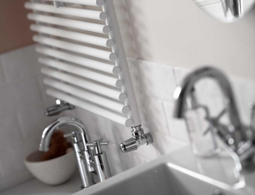 Современные водяные полотенцесушители оснащены регулятором, которым можно поддерживать нужную температуру прибора