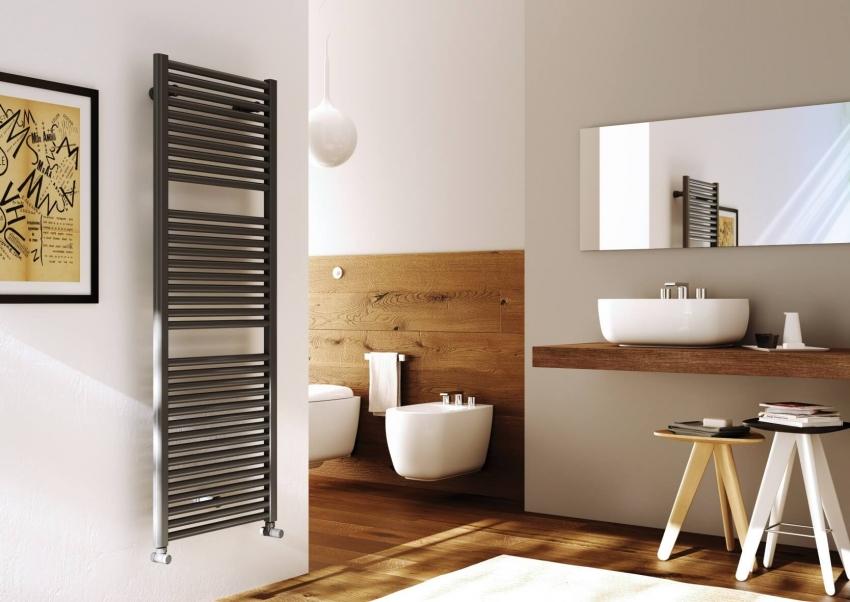 Электрические полотенцесушители удобны тем, что не требуют вмешательства в коммуникации ванной комнаты и могут быть установлены в любом месте
