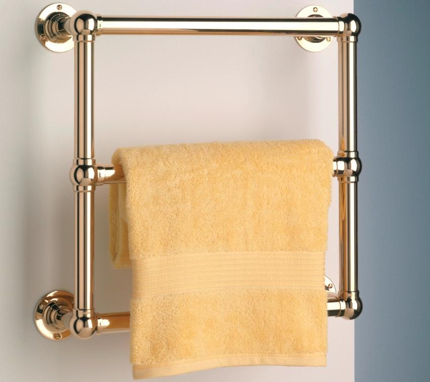 Хромированные полотенцесушители подходят как для классического интерьера, так и для помещений, оформленных в силе хай-тек и модерн