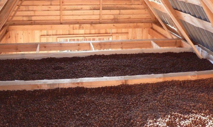 Керамзит можно использовать для утепления как потолка, так и пола