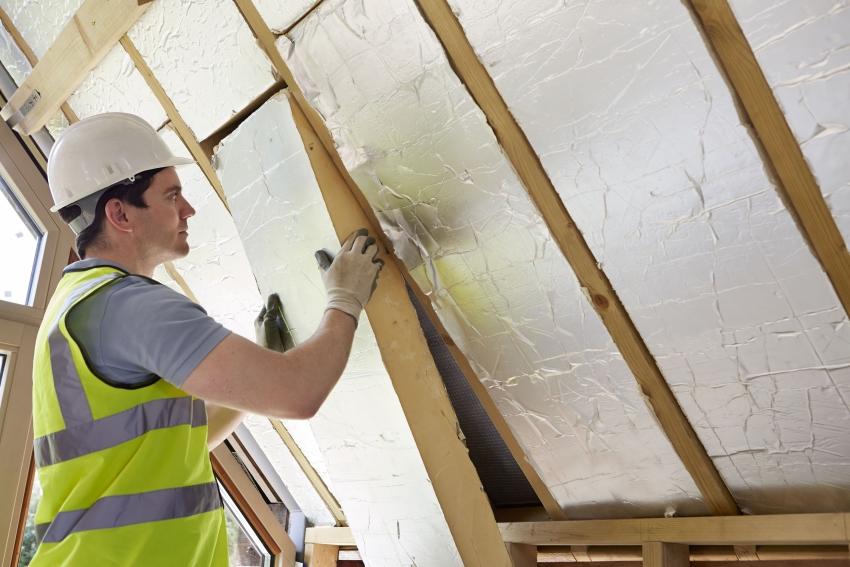 Многие строители предпочитают утеплять потолок бань пеноплексом с термослоем, а не пенопластом