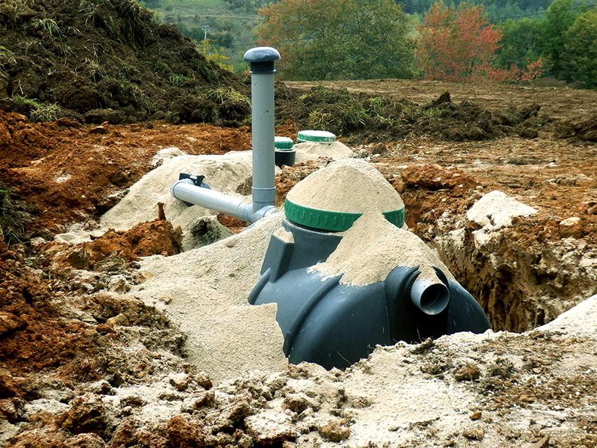 Емкости для канализации лучше всего устанавливать под землей