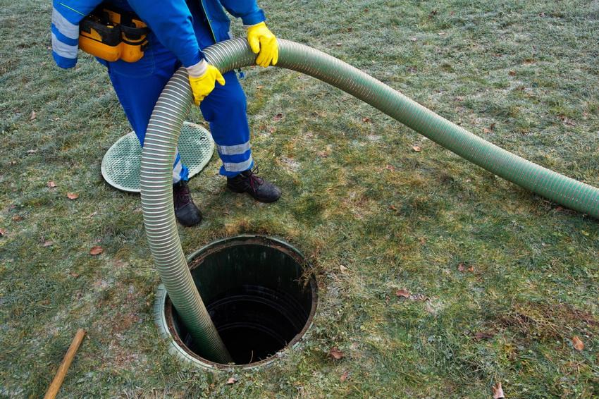 Очень важно проводить своевременную очистку канализации на участке