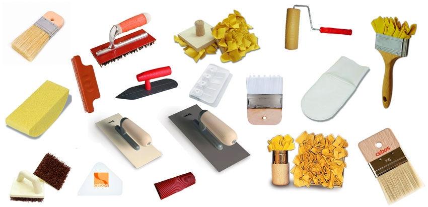 Для работы с декоративной штукатуркой существует большое количество инструментов, которые придают поверхности определенные фактуры и эффекты