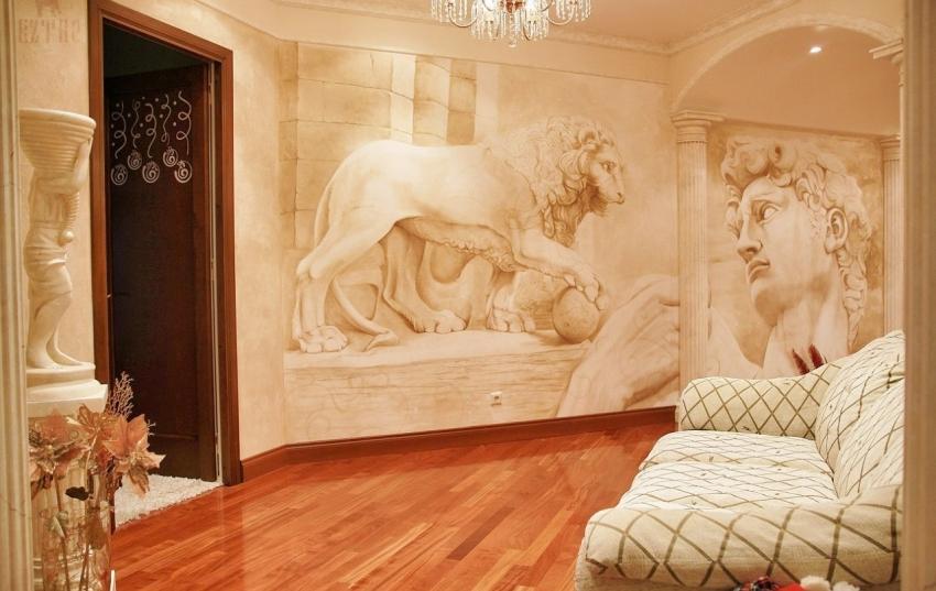 Песчаные фрески считаются самыми изысканными и красиво смотрятся в сочетании с дорогой деревянной мебелью и золотыми элементами декора