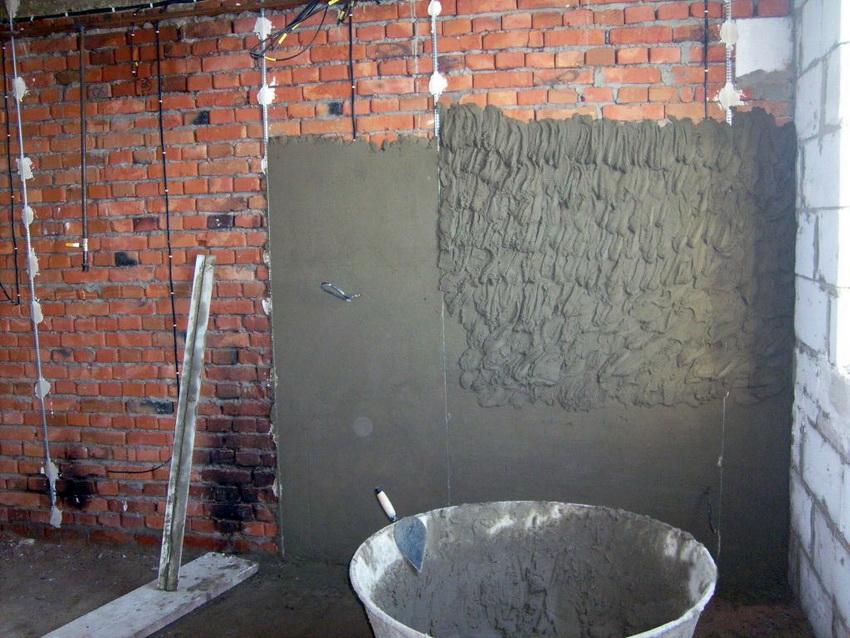 Штукатурка кирпичной стены с использованием маяков