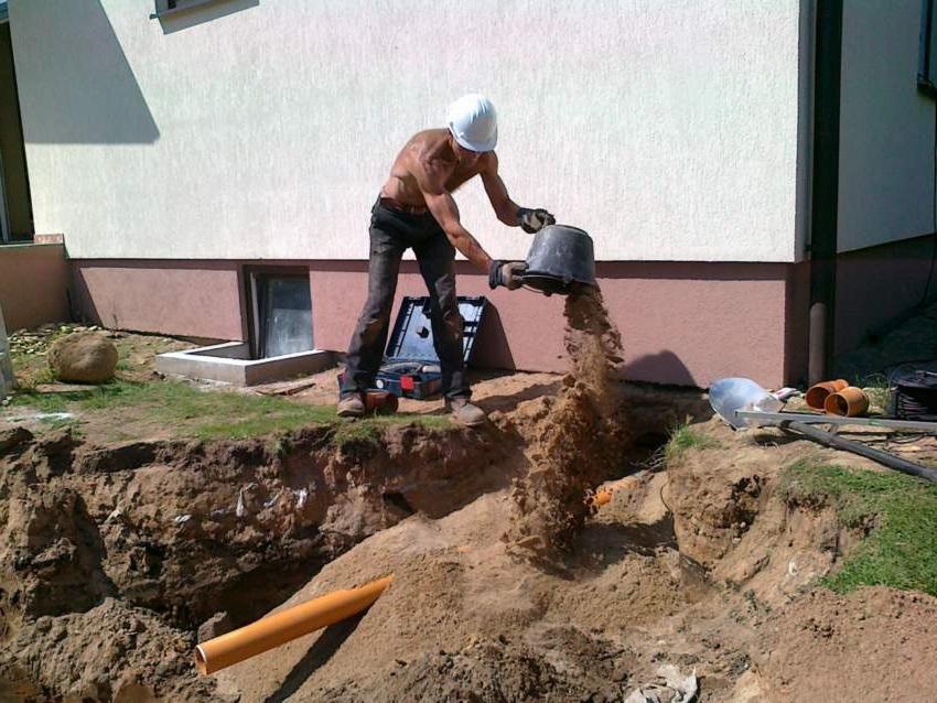 Подвод труб к канализации