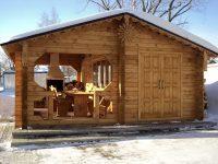 Построив баню вместе с беседкой под одной крышей можно сэкономить пространство на участке