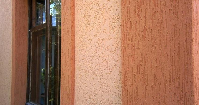 Для оформления фасадов здания часто используют двухцветные составы штукатурки «короед»