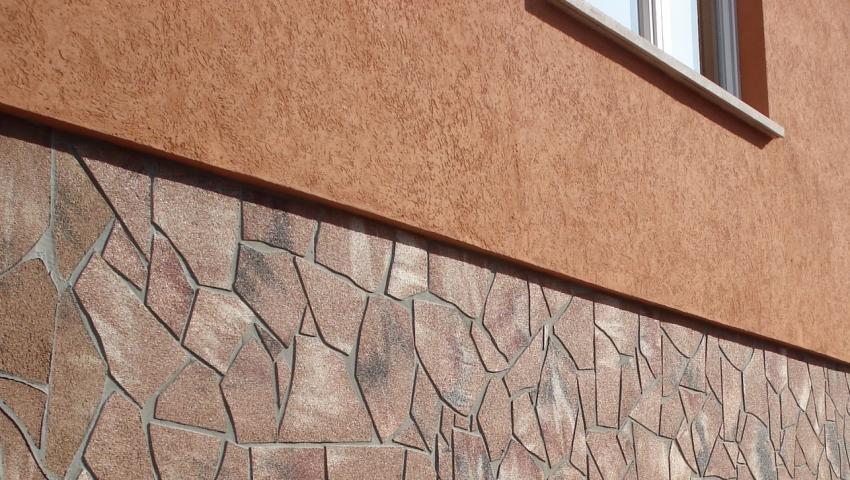 Для того чтобы увеличить адгезивные свойства покрытия наружных стен используется армирующая сетка