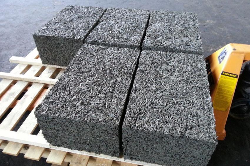 Арболит, или же древобетон, часто используется для постройки бань небольших размеров и отличается высоким уровнем тепло- и звукоизоляционных свойств