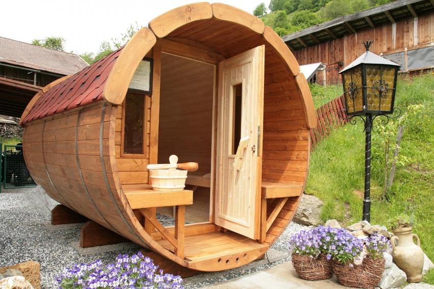 Для того чтобы баня была удобной в использовании, при планировке необходимо закладывать минимум 2 м² пространства на одного человека