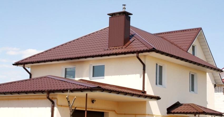 Пример вальмовой четырехскатной крыши с усложненной конструкцией