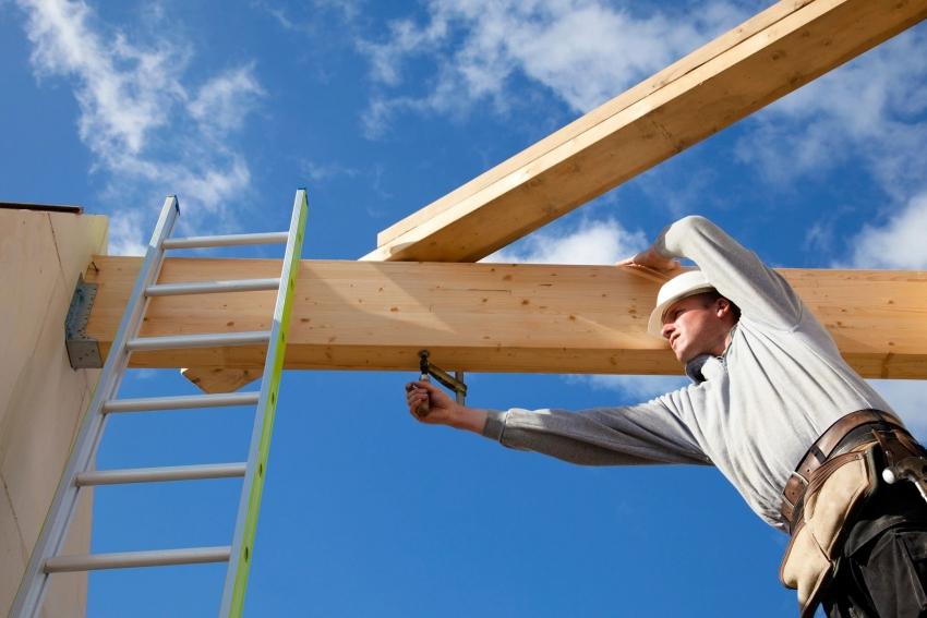 Стропила могут быть соединены при помощи мобильного строительного пресса