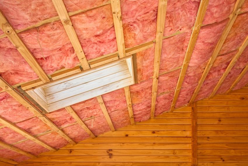 Минеральная вата является одним из самых популярных материалов для утепления крыш и стен здания