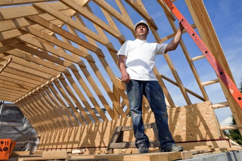 В случае строительства мансардной крыши с нестандартной конфигурацией стропильной системы стоит прибегнуть к услугам специалистов