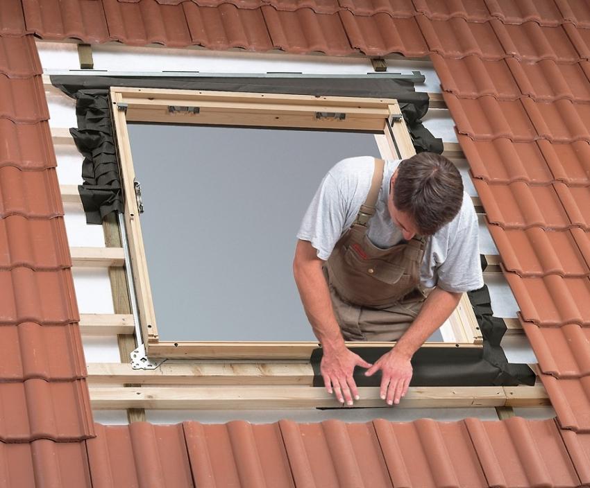 Установку и утепление мансардного окна следует проводить по инструкции, чтобы избежать конденсата и появления влажности внутри помещения