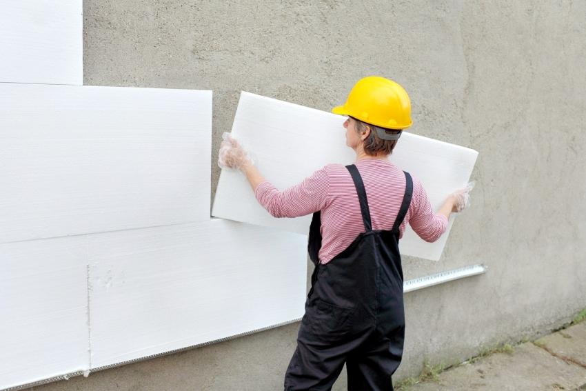 Если планируется отделка наружных стен здания декоративной штукатуркой, следует подобрать правильный материал для утепления например, пенополистирол или минвату
