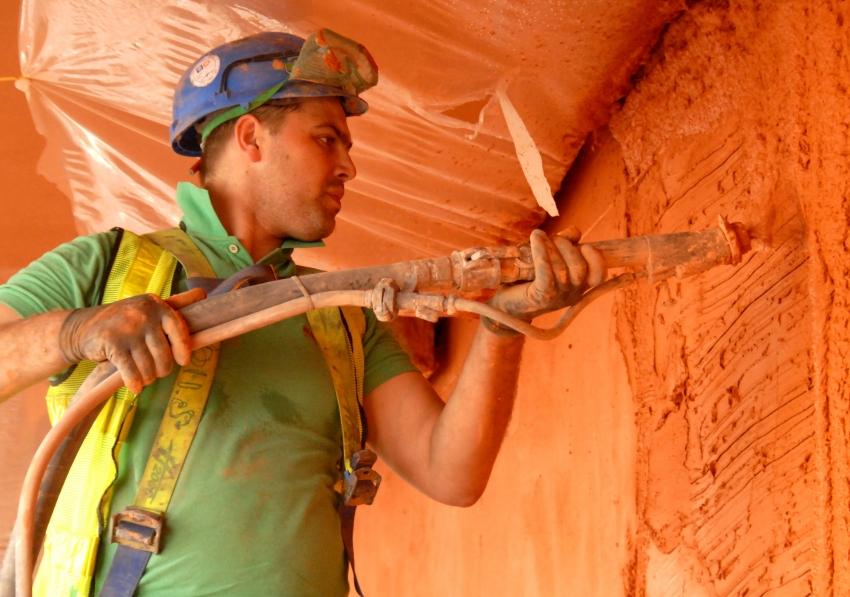 Механизированный способ штукатурки стен позволяет уменьшить расход смеси