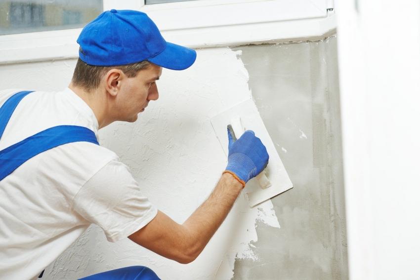 Важным этапом при нанесении декоративной штукатурки является подготовка поверхности перед финальной отделкой