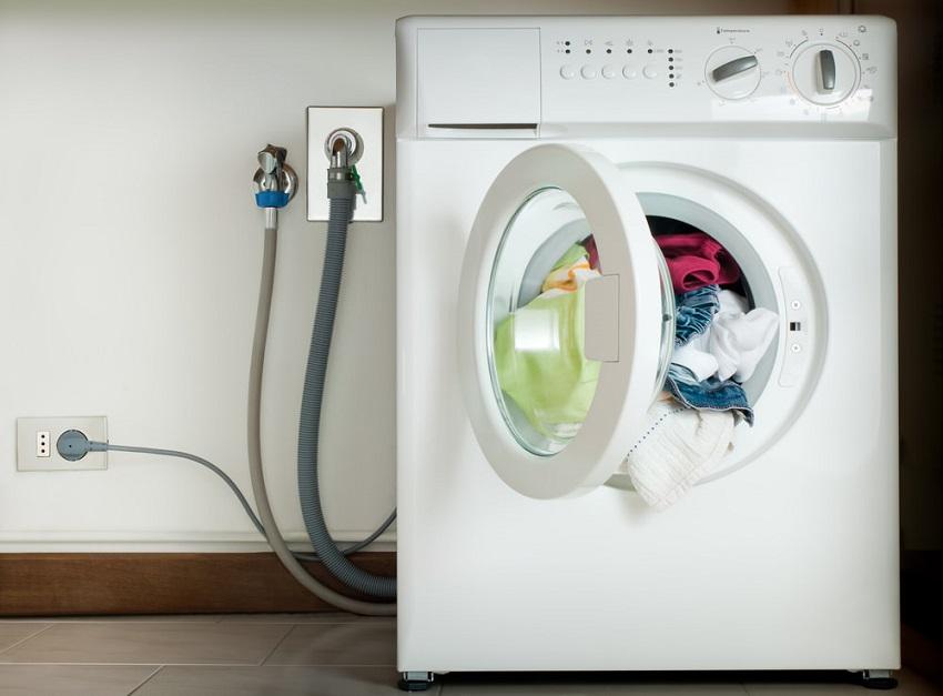 Подключить стиральную машину к канализации можно самостоятельно