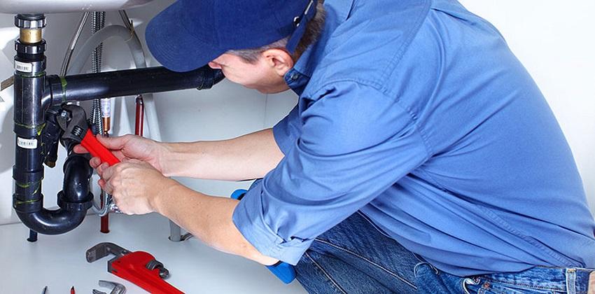 Слив стиральной машины можно подключить к канализации через водопровод